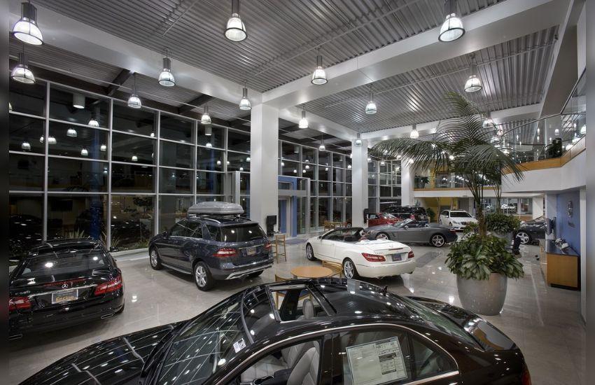 रीटेल सेगमेंट में गाड़ियों की बिक्री पर लगा ब्रेक , ये है मुख्य वजह