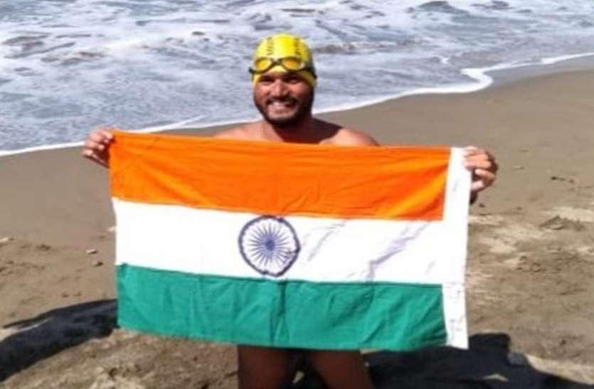 बड़ी खबर : इंदौर के दिव्यांग तैराक ने 11 घंटे में पार की शार्क से भरी अमरीका की खतरनाक कैटलीना चैनल