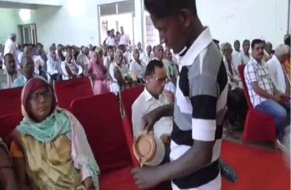 यूपी में सरकारी आयोजन में नाबालिग बच्चों से पिलवाई गई चाय, वीडियो वायरल होने के बाद अधिकारी खामोश