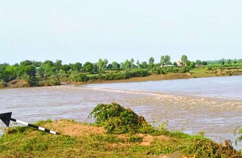 डूबा खातौली पुल, लगातार बारिश से खेत बने तालाब और बढ़ी लोगों की टेंशन, भारी बारिश का अलर्ट