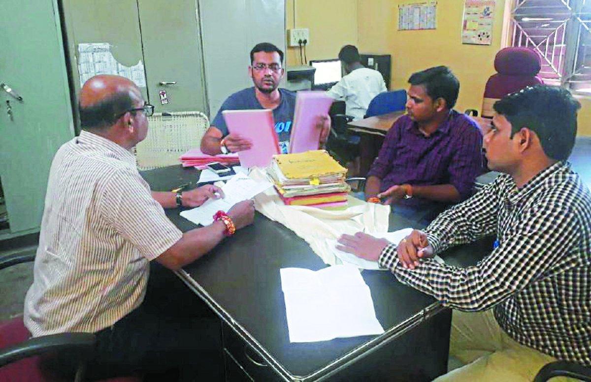 जबलपुर की टीम ने दी दबिश, जब्त किए रेकॉर्ड