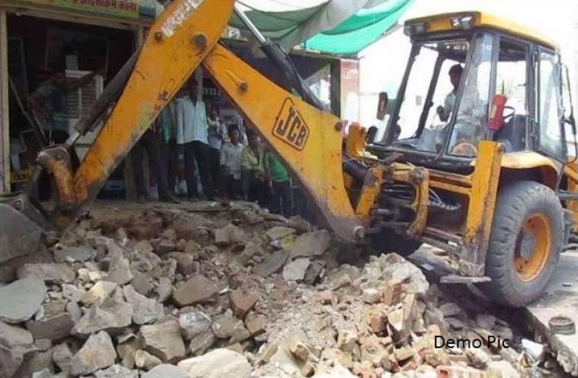 अवैध निर्माण व  बिल्डिंग गिराने 50 से अधिक शिकायते पेंडिंग, झोपड़ों में चला रहे बुलडोजर