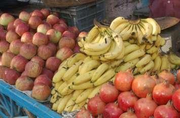 बारिश ने लगा दिए फलों के भाव पर ब्रेक, सब्जियां के दाम अब भी स्थिर