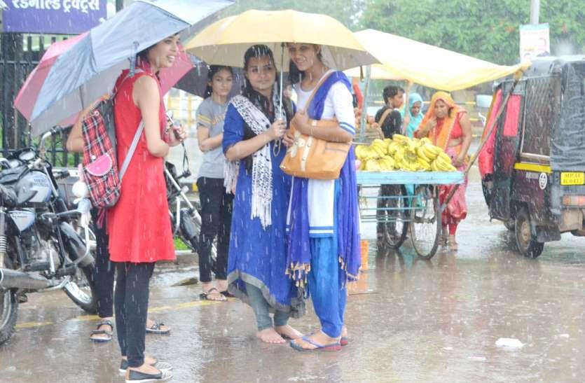 ४० ईंच से अधिक हुई बारिश, पिछले साल से १५ ईंच अधिक गिरा पानी