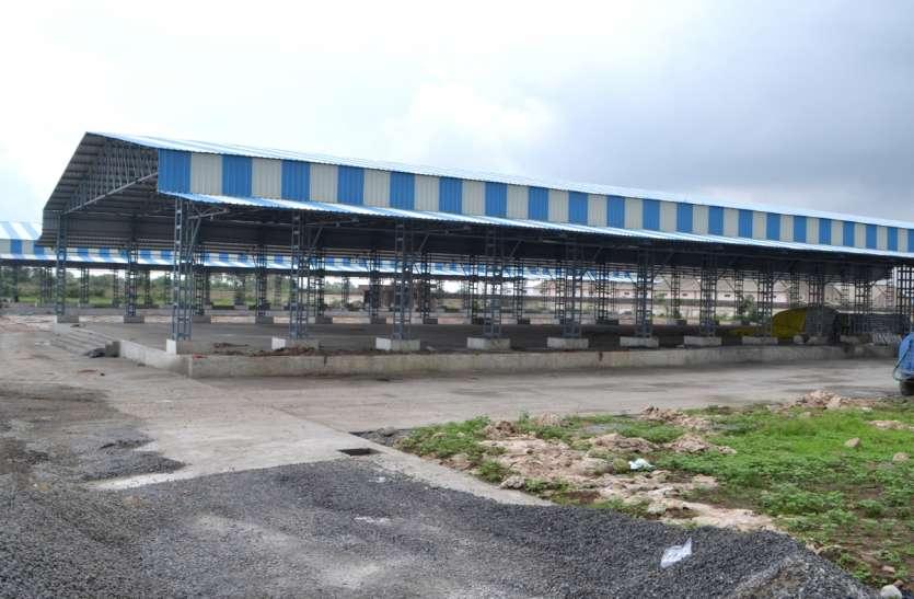 Mandi News यहां ऐसा क्या हुआ कि व्यापारियों के आगे झुक गया मंडी प्रशासन