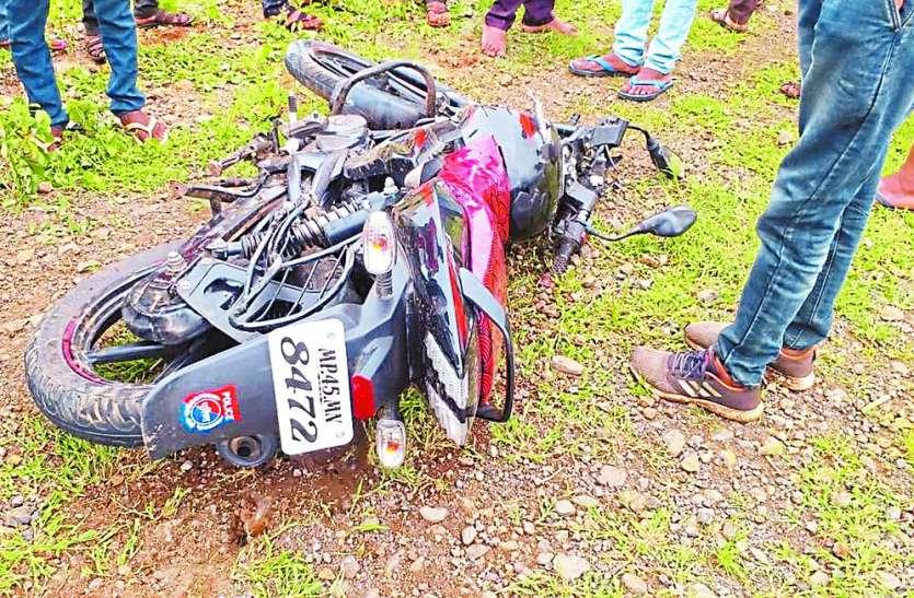 ड्यूटी पर जाने के दौरान ट्रैक्टर ने मारी थी टक्कर, सड़क दुर्घटना में आरक्षक की मौत