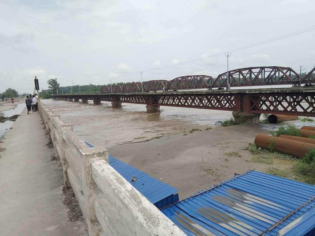 सहारनपुर में यमुना में पानी उफान पर