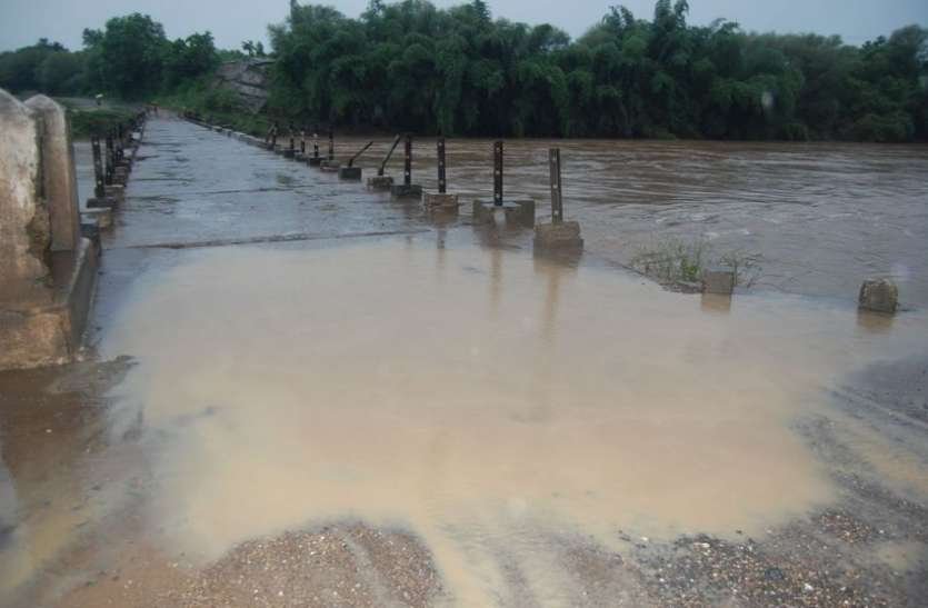 havy Rain : झमाझम बारिश से शेढ़ नदी का जलस्तर बढ़ा, सडक़ें लबालब