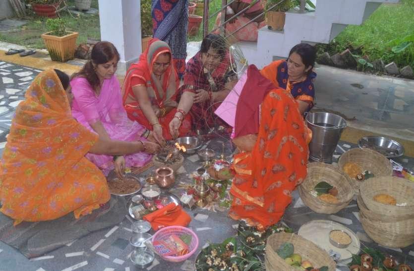 हरछठी व्रत का पूजन महिलाओं द्वारा संतान की लंबी उम्र के लिए किया