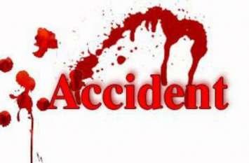 Accident in Ahmedabad डिवाइडर कूद कर टकराया वाहन, दो लोगों की मौत