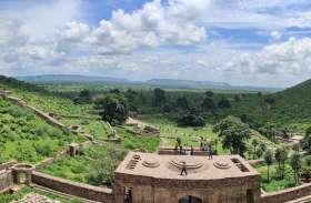 देश-दुनिया में भूत-प्रेत के लिए विख्यात अलवर के भानगढ किले के खंडहर इन दिनों हरियाली की चादर ओढे हुए हैं, देखे तस्वीरें