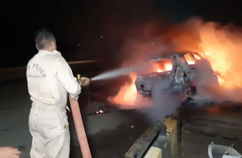 पार्टी से लौट रही डॉक्टर युवतियों की कार टकराई, गाड़ी के साथ जल जाते चार लोग, तभी...