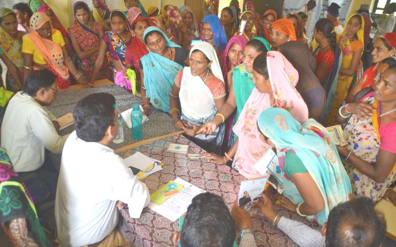 Banswara : महात्मा गांधी ग्रामोत्थान शिविर में कहीं औपचारिकता तो कहीं होता रहा शोरशराबा
