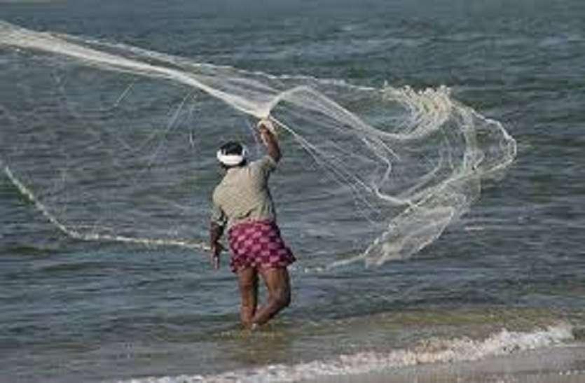 श्रीलंकाई नौसेना ने ४ मछुआरों को पकड़ा