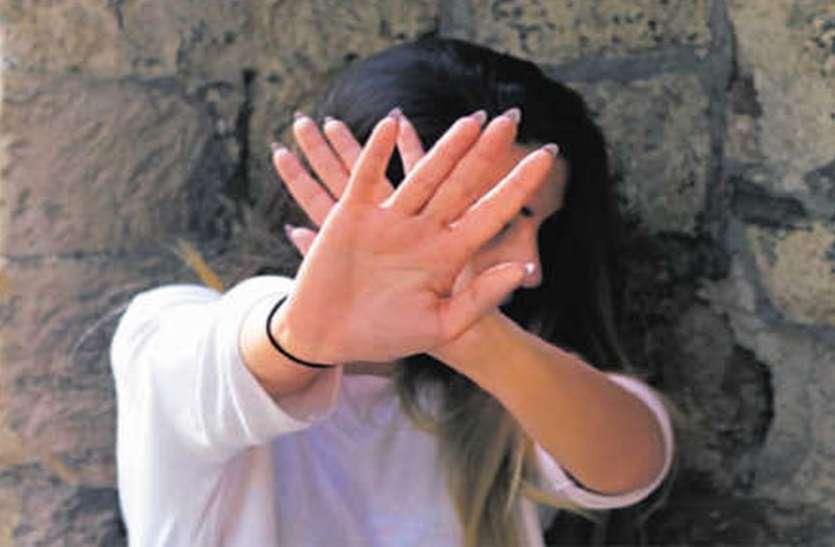 अश्लील हरकत से डरकर डॉक्टर युवती पहुंची मदद मांगने, फिर बदमाशों पर पिल पड़े ऑटो चालक