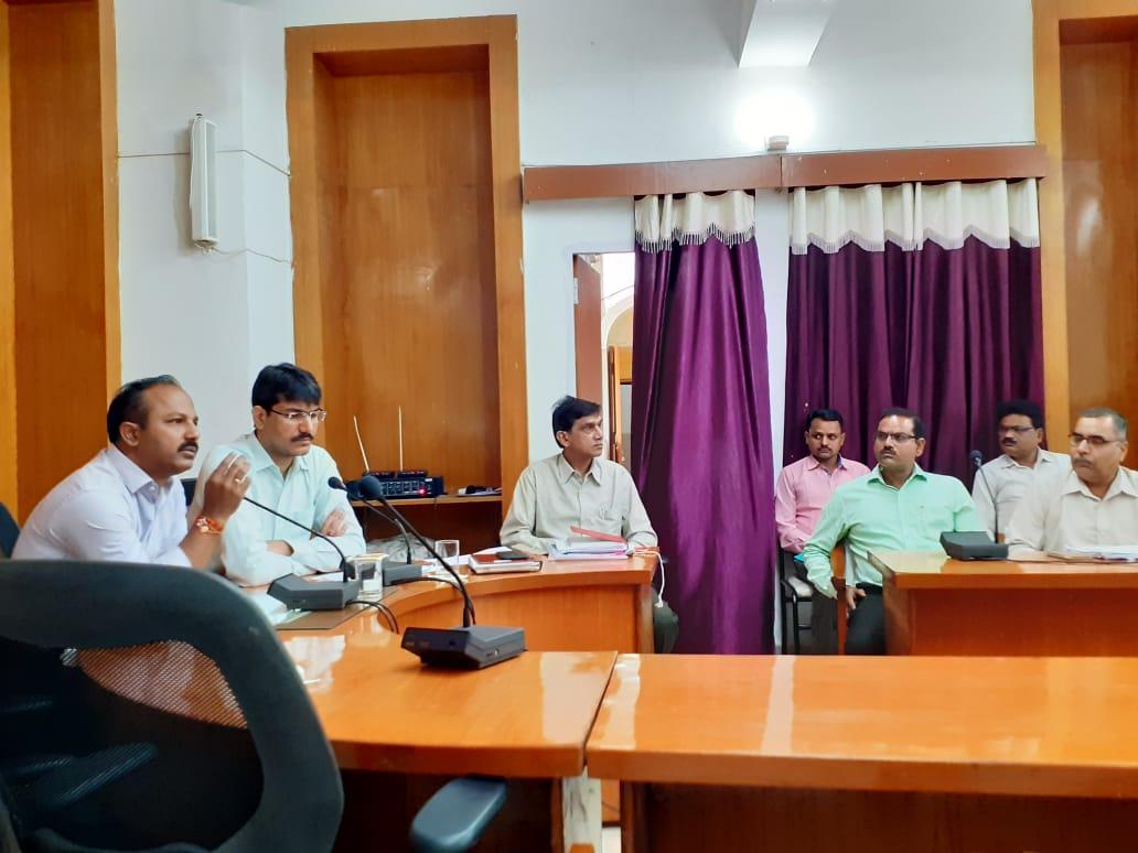 शिक्षकों को नियम विरुद्ध रिलीव किया, जिले के 166 स्कूलों में एक भी शिक्षक नहीं बचा