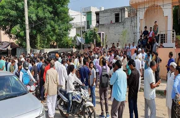 बाबा के विरोध में उतरे ग्रामीण, ज्योति गिरी को गिरफ्तार करने की मांग