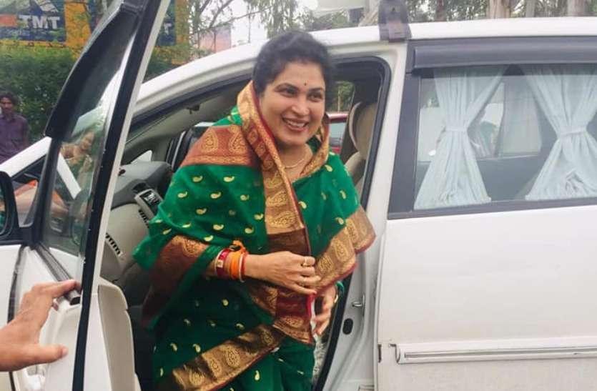 बहू को टिकट दिलाने के लिए 'अड़' गए थे बाबूलाल गौर, अब कृष्णा गौर ही संभालेगी राजनीतिक विरासत?