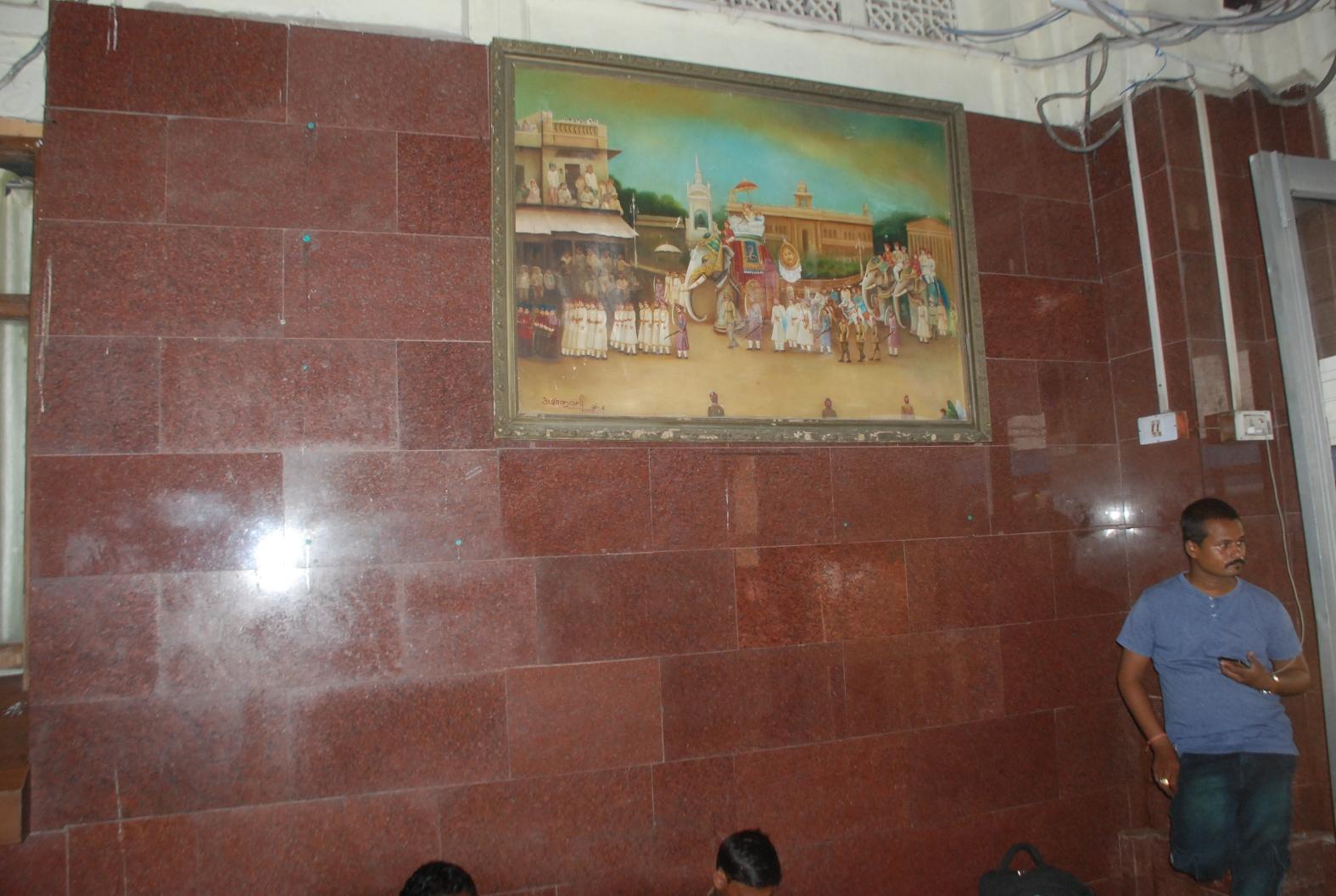 पहले कह रहे थे स्टेशन पर माधवराव सिंधिया प्रथम की कोई तस्वीर नहीं थी, मामले ने तूल पकड़ा तो 24 घंटे में ढूंढ लाए