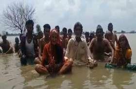 Breaking: MP में ग्रामीणों का जल सत्याग्रह शुरू