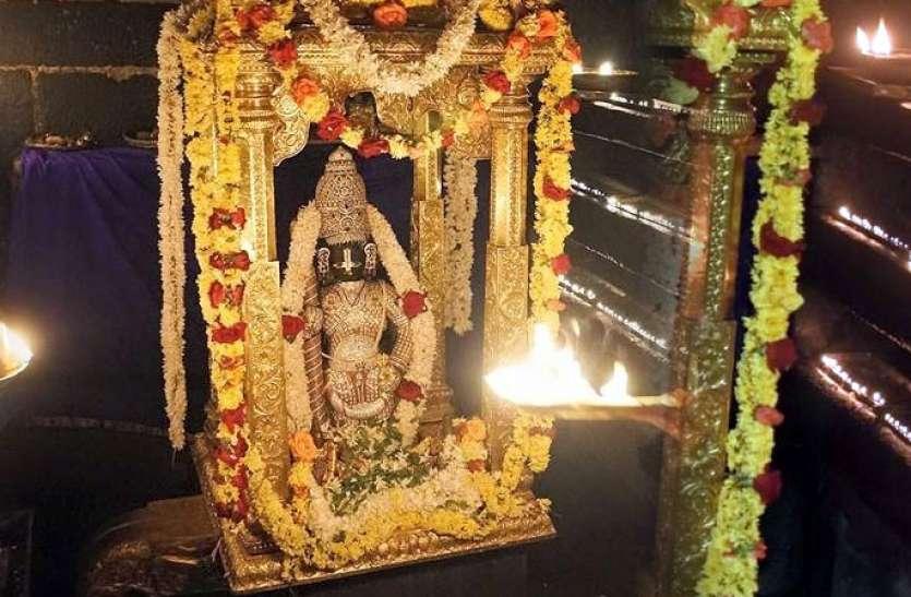 नौ छेदों के द्वारा दिखाई देते हैं यहां श्री कृष्ण, दर्शन करने वाले के जीवन में आती समृद्धि