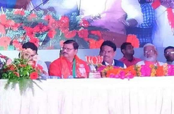 मंत्रिमंडल विस्तार से पहले यह पूर्व IAS 10 हजार समर्थकों के साथ BJP में हुए शामिल