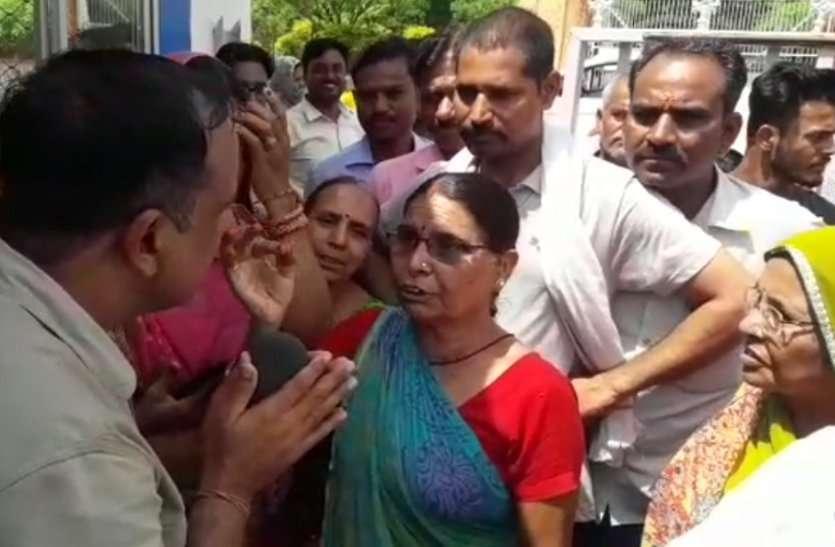 Water crisis: पानी की मारामारी: कोटा में सड़कों पर उतरी महिलाएं, बूंदी में एक्सईएन ऑफिस में तोडफ़ोड़