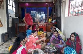 गणेश मंदिर में महिलाओं ने किया शिव अभिषेक