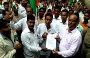 ग्राम रोजगार सेवकों ने तिरंगा रैली निकालकर किया प्रदर्शन, राज्य कर्मचारी का दिया जाए दर्जा