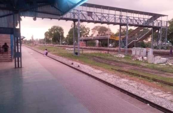 प्लेटफार्म एक पर आने वाली थी ट्रेन, कर दिया ऐलान तीन नम्बर पर आने का