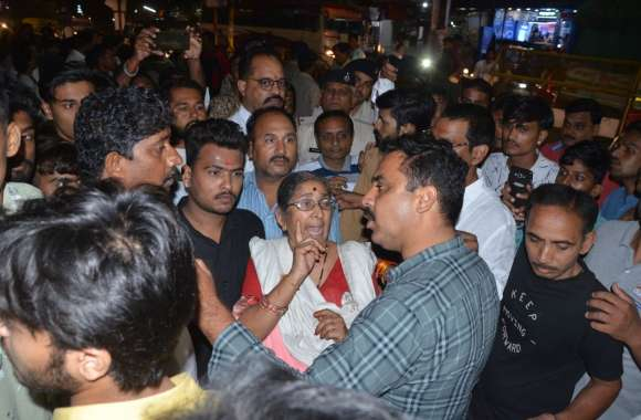 अस्पताल जा रहे भाजपा पार्षद का यातायात जवान से विवाद, 40 मिनट तक हंगामा