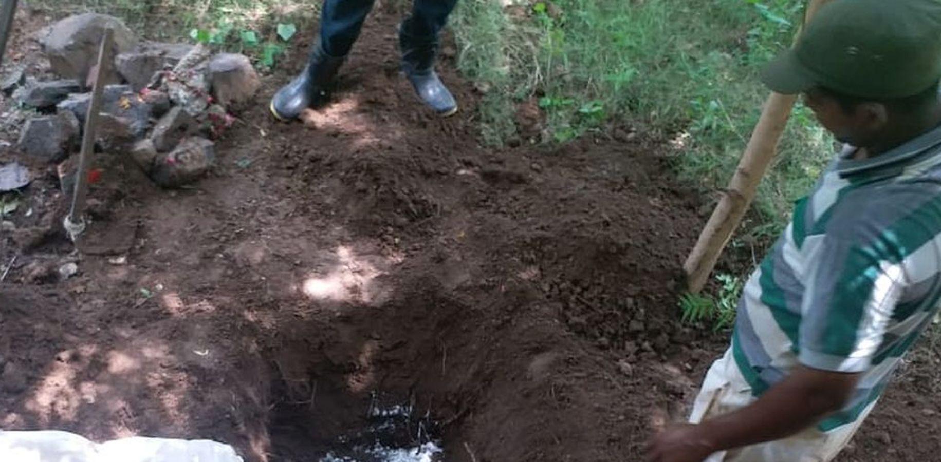 पुलिस ने मृत बच्चे का दफन शव बाहर निकलवाया, अब सबूत के तौर पर करेंगे कोर्ट में पेश