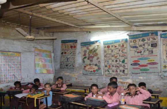 सेल्फी से हाजिरी योजना का विरोध, शिक्षकों का निजी मोबाइल से कोई सूचना न देने का ऐलान