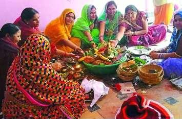 जिले में पुत्र की दीर्घायु के लिए महिलाओं ने रखा हलषष्ठी का व्रत, शिव-पार्वती की आराधना कर मांगा आशीर्वाद