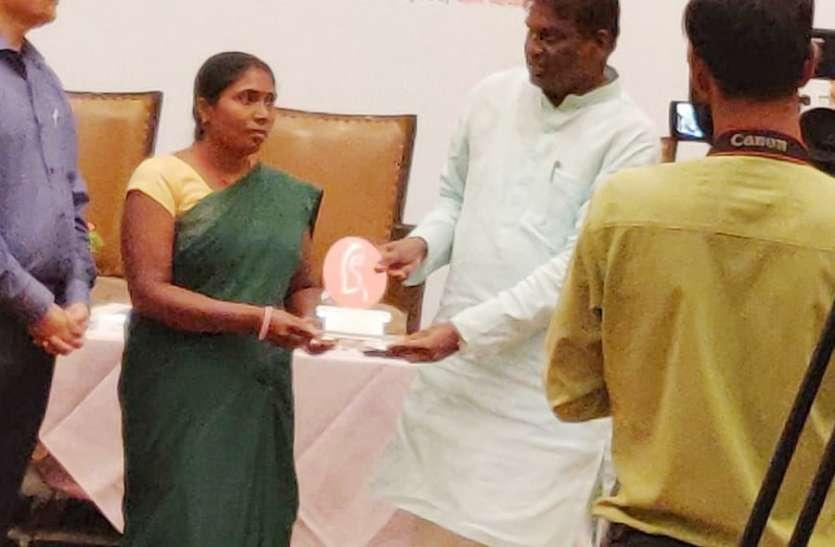 उत्कृष्ट सेवा के लिए सम्मानित हुई एएनएम,भोपाल में आयोजित कार्यक्रम में स्वास्थ्य मंत्री ने किया सम्मानित
