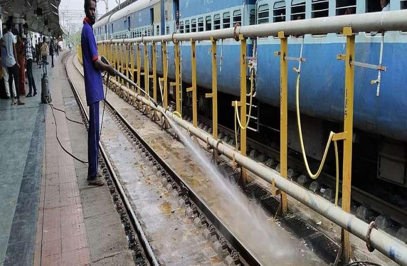 पत्रिका ग्राउंड रिपोर्ट - सूरत स्टेशन को स्वच्छता सर्वे में बाजी मारने के लिए बहना होगा और पसीना