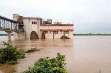 Flood Alert: आगरा, मथुरा, कासगंज में नदियों में उफान, ताजनगरी में यमुना आज पार कर सकती है खतरे का निशान