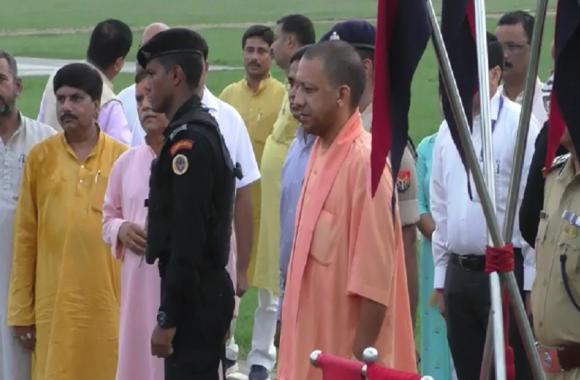 BIG BREAKING-पीएम नरेन्द्र मोदी के संसदीय क्षेत्र पहुंचे सीएम योगी आदित्यनाथ