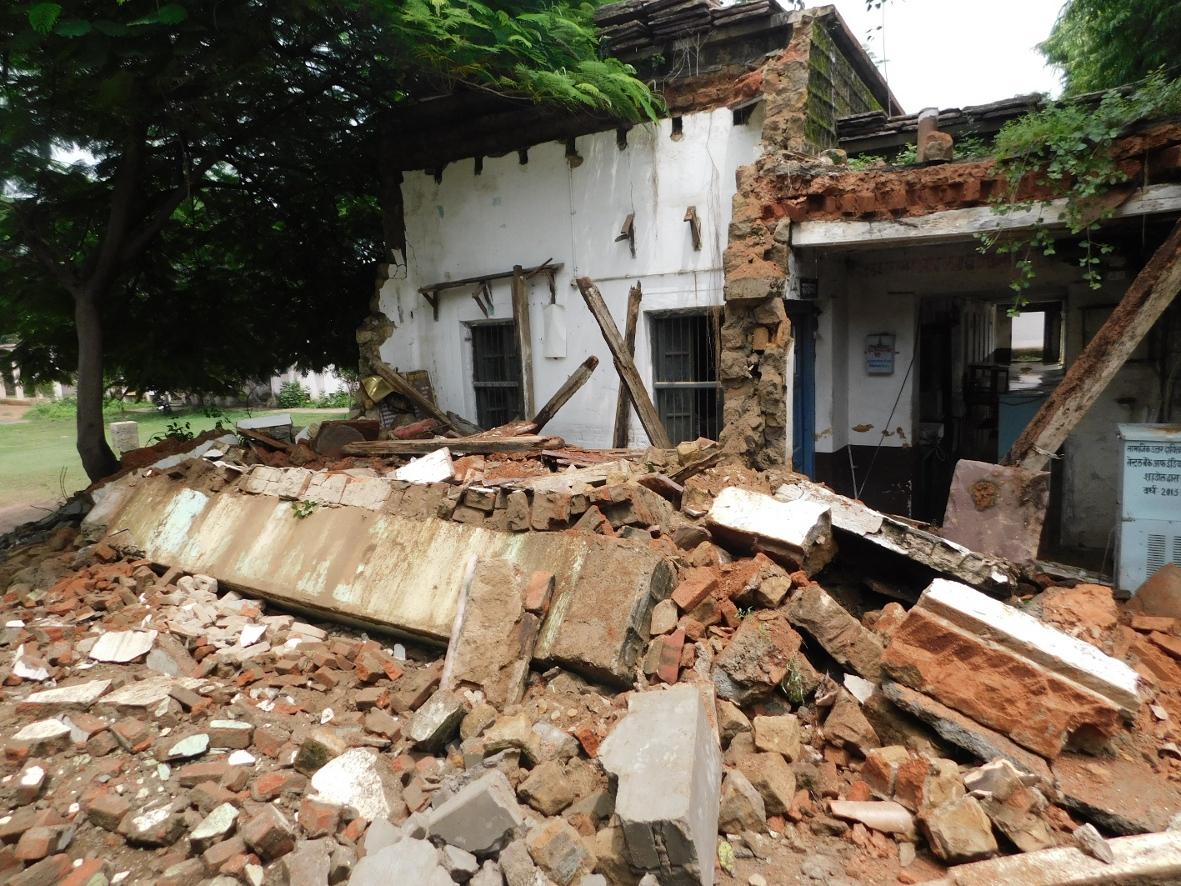 एमएलबी स्कूल का भवन गिरा