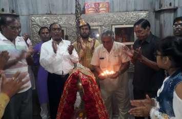 धारनाथ भगवान को पौषाक अर्पित की गई