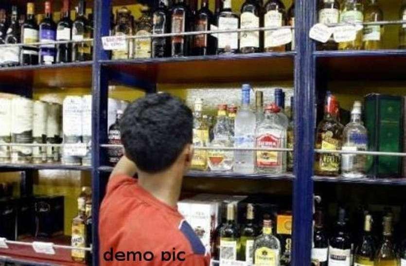 शराब की ज्यादा कीमत वसूली को लेकर सख्ती के मूड में प्रशासन, 173 दुकानों पर कार्रवाई