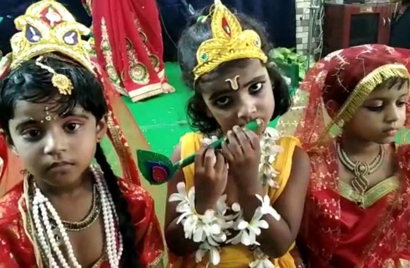 Krishna Janmashtami: मंदिरों में सुंदर झांकियां देख भक्ति से सराबोर हुए श्रद्धालु, शुरू हुए भजन-कीर्तन