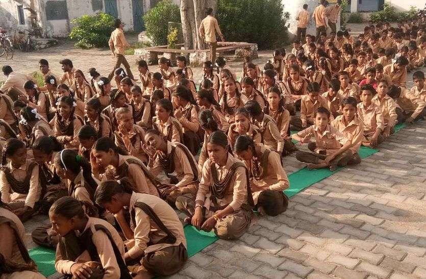 सरकारी फरमान से स्कूलों में हुई फजीहत