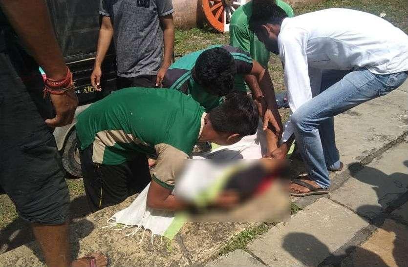 facebook पर गर्लफ्रेंड के साथ पोस्ट की तस्वीर, कुछ घंटे बाद स्कूल के दीवार से लटकी मिली लाश