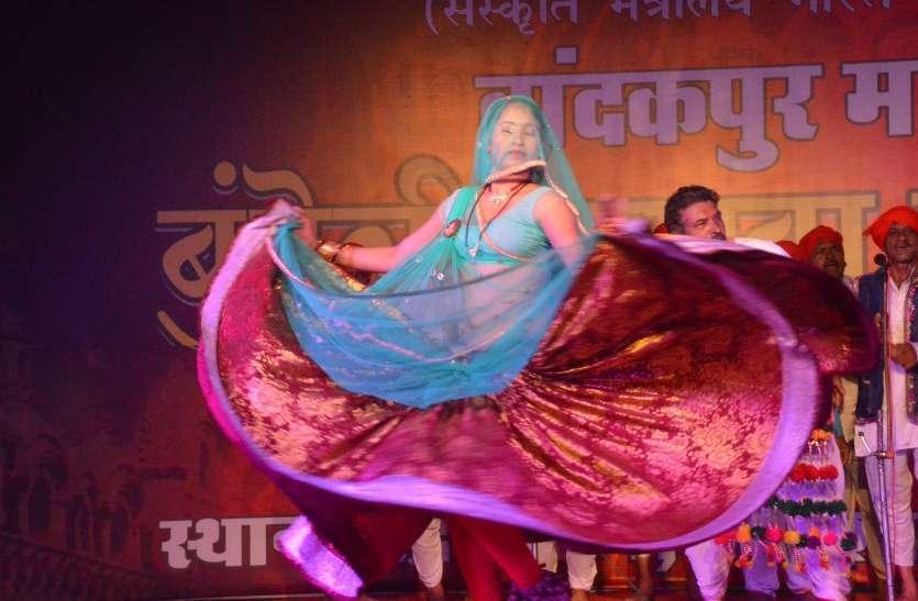 बुन्देली बरखा बहार महोत्सव के दूसरे दिन बरेदी नृत्य,राई की रही धूम देखें तस्वीरों में