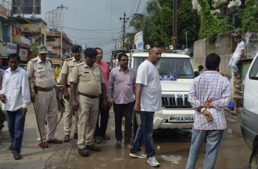 डीआईजी के उतरते ही खाली हुई सडक़,यातायात पुलिस के साथ दुकानदारों का अतिक्रमण हटवाया, देखें इन तस्वीरों में