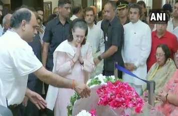 AIIMS से घर लाया गया अरुण जेटली का पार्थिव शरीर, राष्ट्रपति कोविंद समेत कई नेताओं ने श्रद्धांजलि दी