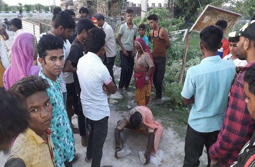 बेचारा राहगीर, गलतफहमी में पिट गया, इलाज के लिए अस्पताल पहुंचाया