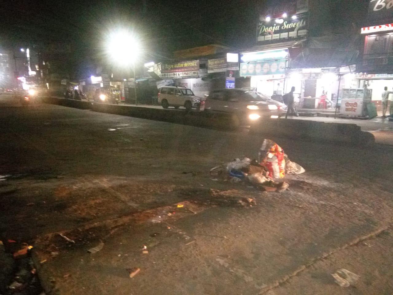 पढ़े, बीच सड़क और नाली में फैंका कचरा पांच-पांच रुपए का जुर्माना
