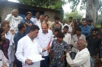 विधायक ने कई गांवों में घुमकर जानी लोगों की समस्याएं